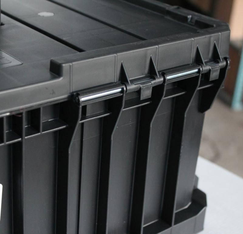 qs_two_toolbox_wzmocnione_zawiasy.jpg